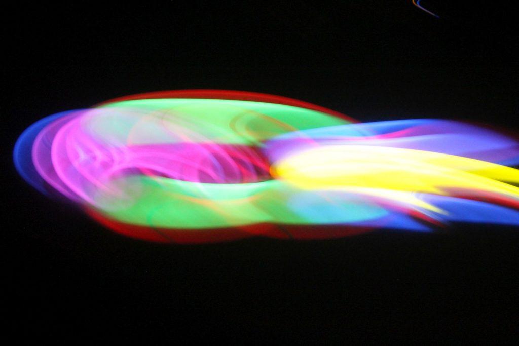 Buntes Lightpainting auf schwarzem Hintergrund